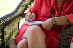 שירה רוזנבוים כותבת